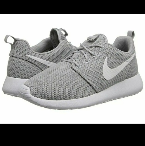 online for sale exquisite style new high quality Light Grey Nike Roshe shoes size 9.5